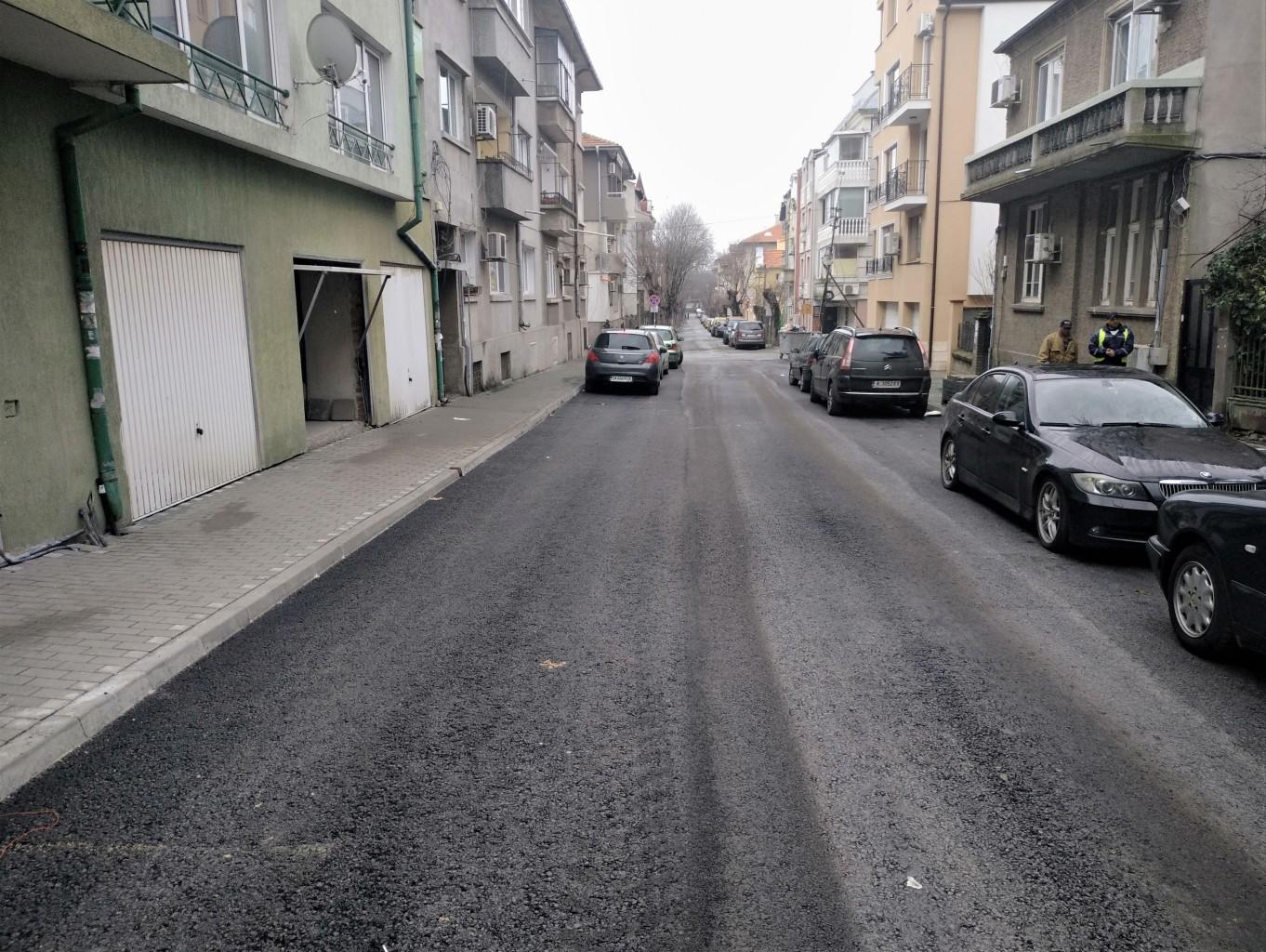 """Резултат с изображение за """"Отсечки от улиците """"Оборище"""" и """"Асен Златаров"""" са отново проходими с пласт нов асфалт и тротоари"""""""