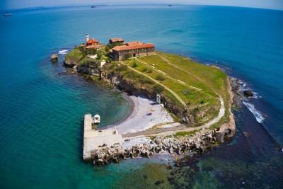 Удължават стария и изграждат нов кей на остров Света Анастасия