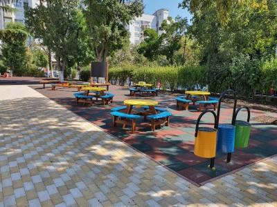5 бургаски училища и 10 детски градини ще създадат класни стаи на открито и еко зони в дворовете си