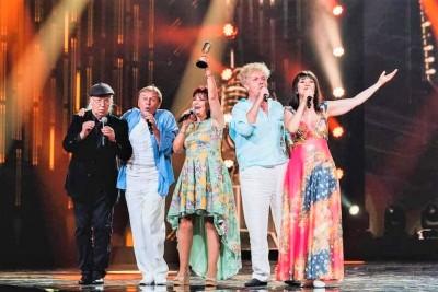 """Стефан Диомов и """"Тоника СВ"""" бяха отличени с приза """"БГ Вдъхновител"""" на годишните музикални награди!"""