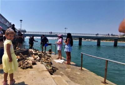 Морето си отдъхна от половин тон отпадъци! Сред най- атрактивните находки, които извадиха водолазите край Моста са дрон, мобилни телефони,уреди