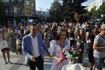 Емоционално посрещане на златната Стефани Кирякова в Бургас