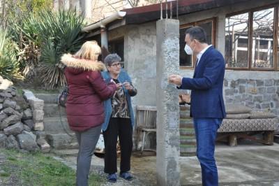 Община Бургас предоставя пелети на граждани, сменили старите печки на дърва по проект за чист въздух