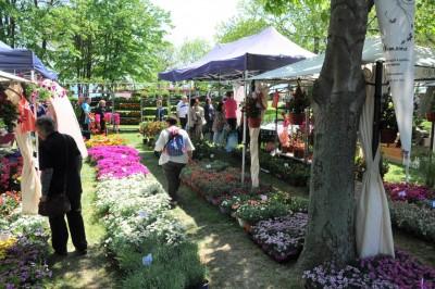 """Цветното изложение """"Флора 2021"""" се изтегля със седмица напред, новите дати са 8-16 май"""