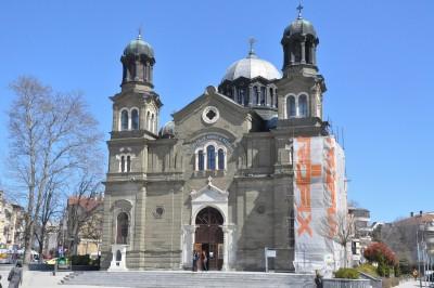 """Бургаската катедрала """"Св. св. Кирил и Методий"""" си възвръща автентичния облик"""