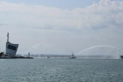 """Новият туристически кораб на Община Бургас официално получи името """"Бургус"""". Негова кръстница е"""