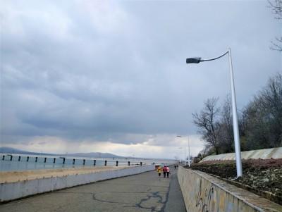 Монтираха последните нови стълбове на крайбрежната алея, съвсем скоро ще светне по цялата дължина