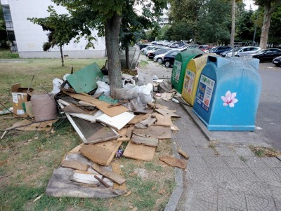 В Бургас отпадъци след ремонт се извозват безплатно след заявка, не правете така!
