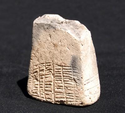 Призми с предписмени знаци от Бургаско показват в Археологическата експозиция
